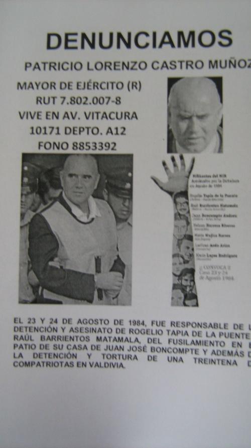Patricio Lorenzo Castro Muñoz      Mayor de ejército (R) RUT 7.802.007-8      El 23 y 24 de Agosto de 1984, fue responsable de la detención y el asesinato de ROGELIO TAPIA DE LA PUENTE y RAÚL BARRIENTOS MATAMALA, del fusilamiento en el patio de su casa de JUAN JOSÉ BUSCOMPTE y además de la detención y tortura de una treintena de compatriotas en Valdivia.