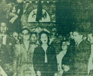 El senador Allende y la Diputada Maluenda en el cementerio