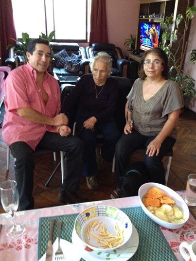 Rogers y Patricia Delgado Saez, en el centro su madre Ester Saez Aravena