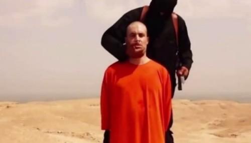 A través de un video difundido por internete Yihadistas del Estado Islámico muestran la aparente decapitación del periodista estadounidense James Foley como respuesta de los bombardeos efectuados por EE.UU.