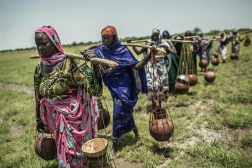 alerta: Cada 20 segundos muere un niño en el mundo por falta de agua potable http://www.europapress.es/internacional/noticia-nino-muere-mundo-cada-20-segundos-falta-agua-potable-oxfam-intermon-20141113182106.html …