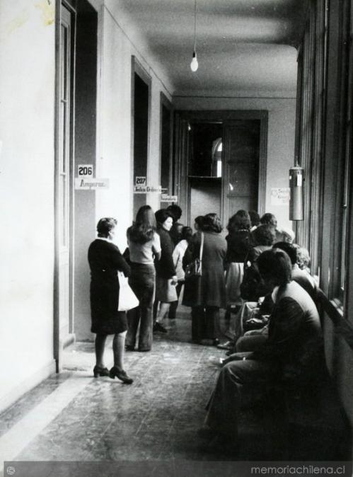 Los pasillos de la sede de la Vicaría de la Solidaridad en el Palacio Arzobispal. memoriachilena.cl