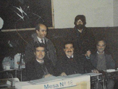 La foto corresponde a la mesa en que me correspondió ser vocal y presidente en día del Triunfo del NO .