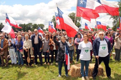 25 de Noviembre del 2015/VILCUN La Multigremial Nacional de Emprendedores, junto a la Multigremial de La Araucanía, la Multigremial del Sur, Paz en La Araucanía, Mujeres por La Araucanía y la Asociación de Víctimas de Violencia Rural, realizaron una manifestación por la paz en el campo de la familia Luchsinger Pauly, a raíz de los reiterados hechos terroristas que han afectado al sur de Chile, hasta el lugar asistieron ciudadanos y agricultores de diversas regiones del sur afectados por los atentados a sus camiones como a sus predios. FOTO:RAFAEL RIQUELME/AGENCIAUNO