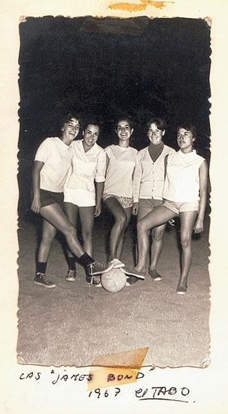 """Las """"James Bond"""", el equipo de fútbol de Reinalda en 1967. Archivo familiar."""