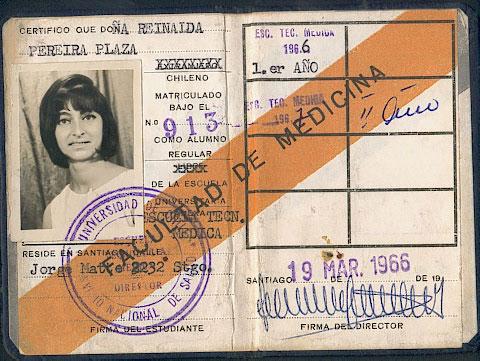 Carnet de estudiante de Tecnología Médica. Archivo familiar.