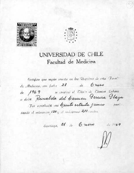 Certificado de titutlo. Archivo familiar.