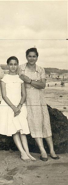 """Reinalda Pereira y su madre """"Lula"""". Esta ultima nunca supo del compromiso político de su hija en dictadura. Archivo familiar."""