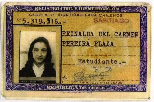 Carnet de identidad de Reinalda Pereira. Archivo familiar.
