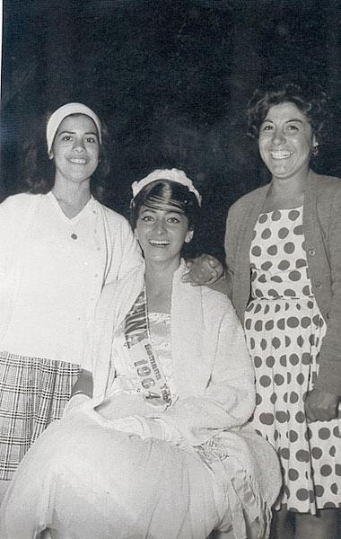 Reinalda Pereira tras ser elegida Reina en 1964, en El Tabo. Archivo familiar.