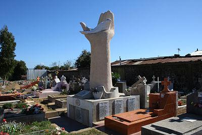 400px-memorial_ddhh_chile_37_cementerio_valdivia