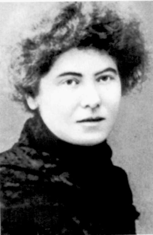 Desde 1882 hasta su muerte en 1911, Laura Lafargue vivió discretamente con su esposo en Francia, traduciendo las obras de su padre y las de Engels al francés, y obsesionada por la muerte de sus tres hijos.